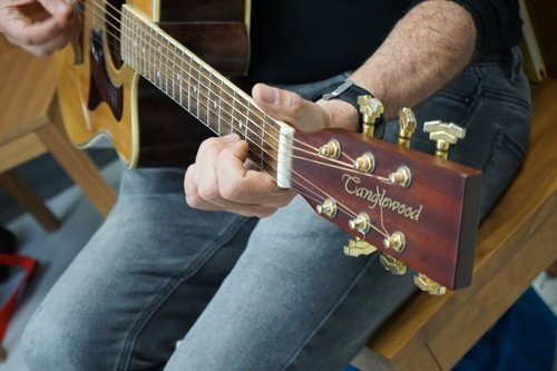 Practising guitar lessons London